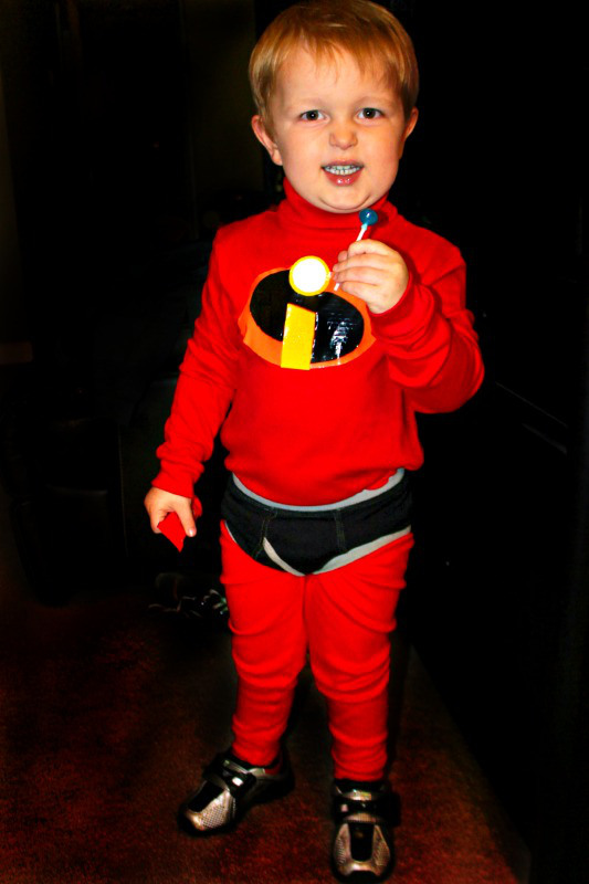 No sew Incredibles costume!