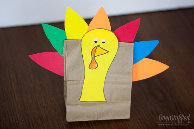Free printable turkey template for fun turkey treat bag--easy craft for kids!