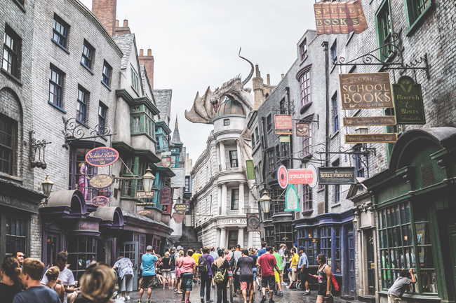 Gift your children an experience gift for Christmas — like a vacation to Hogwarts at Universal Studios Hollywood!